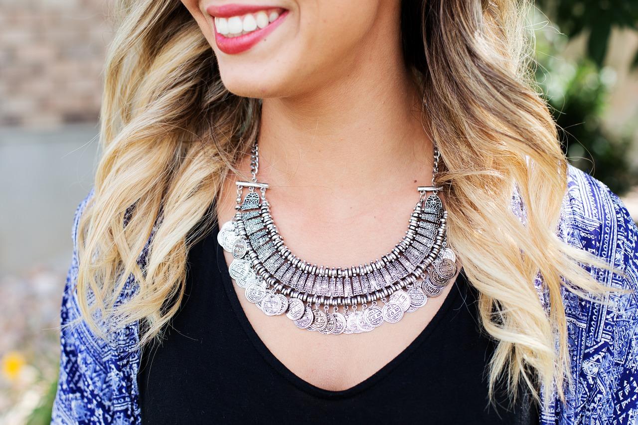 Dénicher un collier femme de haute qualité et pas cher